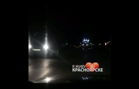 Пешеход погиб при попытке перебежать неосвещенный проспект в районе СФУ