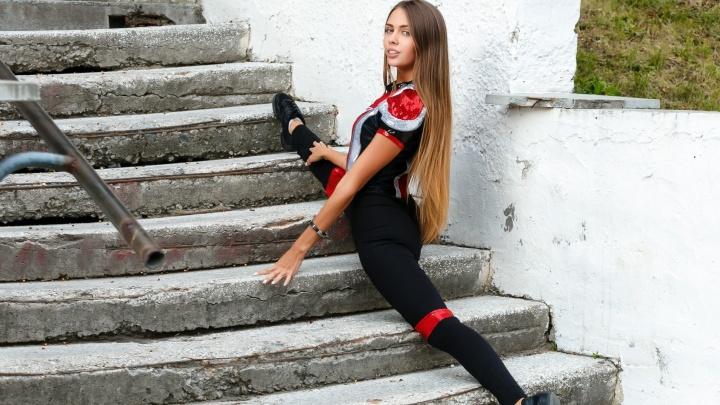"""Шпагат лучше, чем у Волочковой: выбираем самых гибких девочек из группы поддержки """"Автомобилиста"""""""