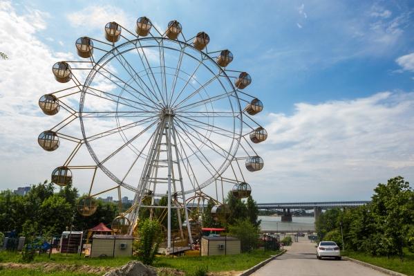 Объявление о продаже старого аттракциона на Avito заметили вскоре после того, как на набережной установили новое колесо
