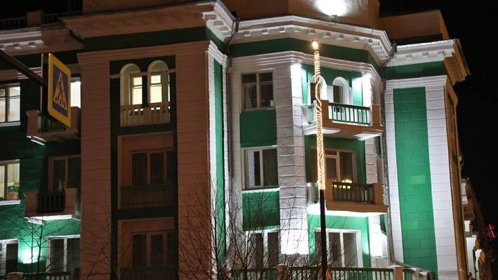 «Зачем так позориться?»: эксперт по недвижимости раскритиковал подсветку в историческом центре