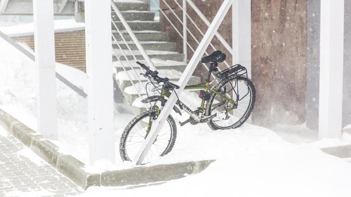 Сильный ветер со снегом наступают на Красноярск