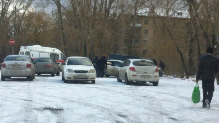 «Думали, разборки»: в Ленинском районе Челябинска в BMW X5 нашли убитым мужчину