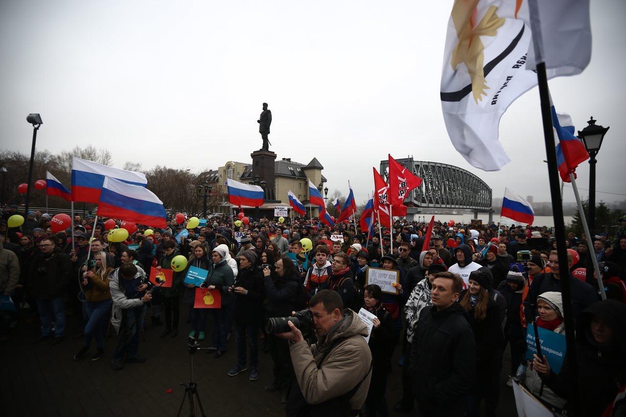 По оценкам корреспондента НГС, в митинге приняли участие более 300 человек