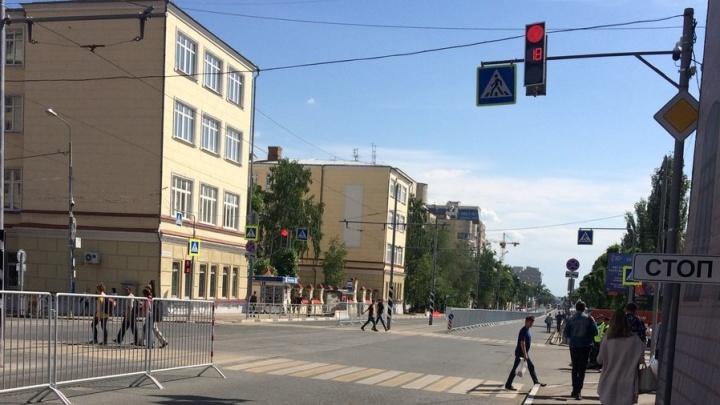 Ограждения вдоль трамвайных путей в центре Самары решили убрать