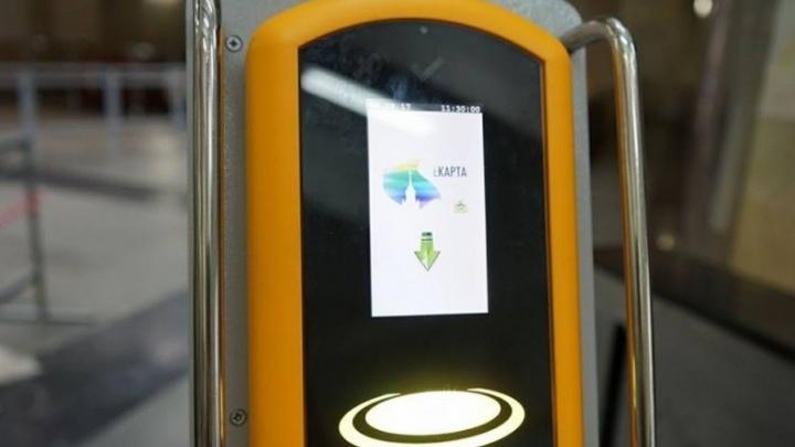 В стоп-листе метро: екатеринбурженке заблокировали возможность платить за проезд банковской картой