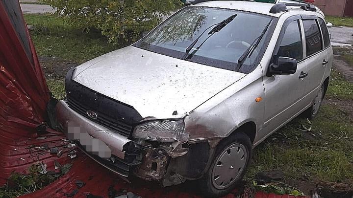 Водитель скончался на месте: в Башкирии автомобиль протаранил забор загородного дома