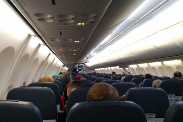 По словам читателя, техмашина столкнулась с трапом самолёта