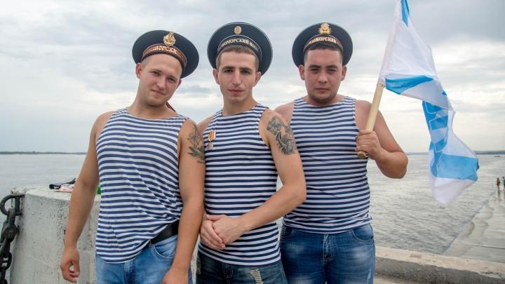 «Только море за кормой»: сотни моряков в День Военно-Морского Флота встретились на Волге