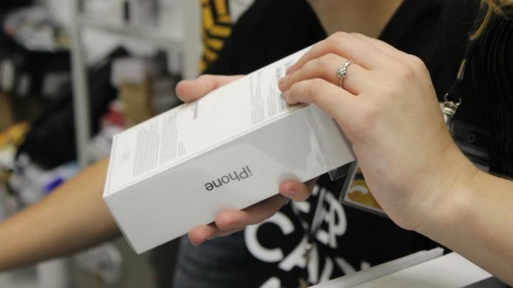 «Бывает и наоборот»: покупатель забрала у продавца с «Юлы» iPhone и отдала деньги только в суде