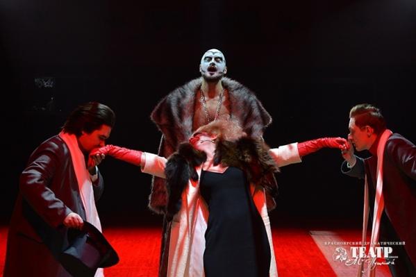 Местами«Розенкранц и Гильденстерн мертвы» смотрится довольно психоделически, что не мешает ему номинироваться как «лучший спектакль»