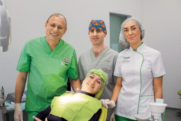 Пациенты хирурга-имплантолога Михаила Тодера, главного врача Международного центра имплантологии iDent, получили не просто зубы — они вновь обрели улыбку