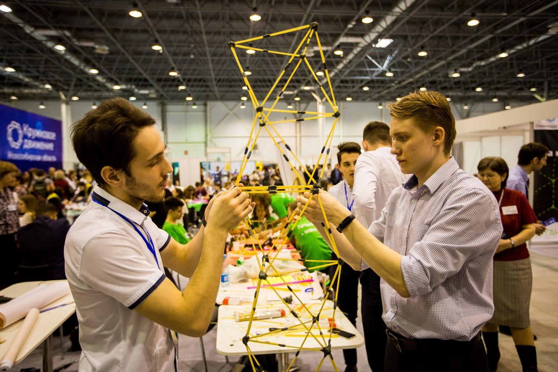 На выставке устроили соревнования на самую высокую башню из спагетти