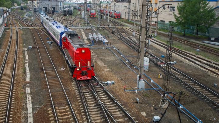 В поезде, ехавшем в Москву, во время остановки в Екатеринбурге скончалась женщина