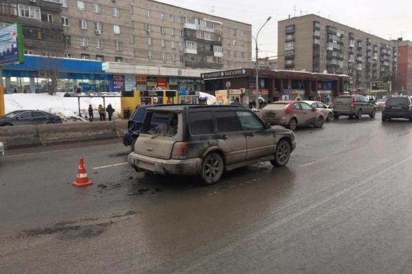 В аварии на Красном проспекте пострадал 9-летний ребёнок, которого увезли в больницу