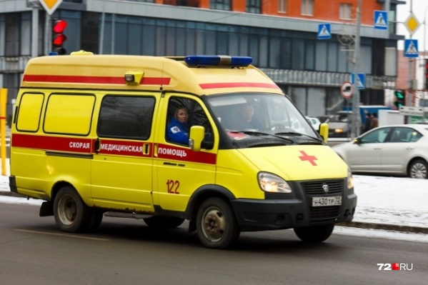 Ребенка увозили на скорой из Ярково в Тюмень
