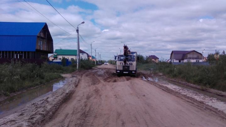 В родном поселке тюменского губернатора за 42 миллиона построят новые дороги