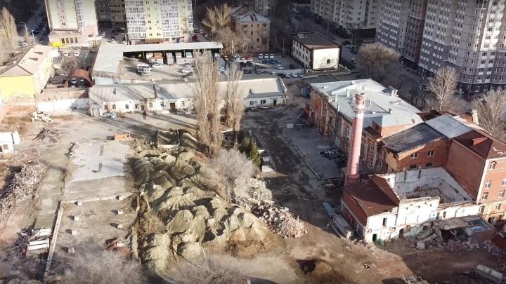 «Разобрали крышу, котельную, санузел»: волгоградец снял с высоты руины ликёро-водочного завода