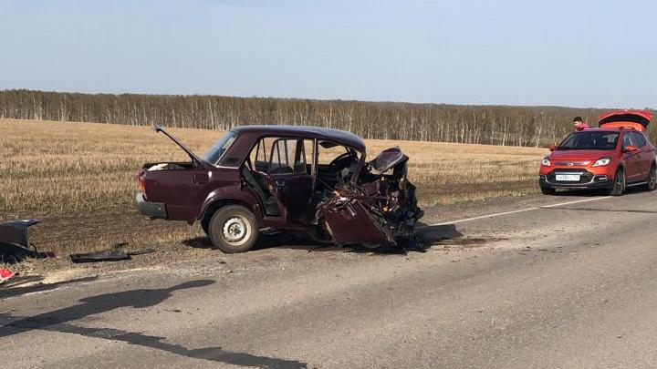 Двое детей пострадали в смертельном ДТП в Башкирии: машины смяло, как игрушечные