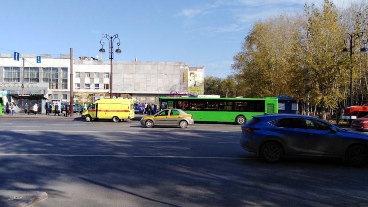 В аварии у ДК «Строитель» пострадала пассажирка автобуса