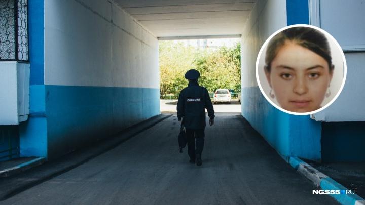 В Омске разыскивают 14-летнюю девочку с косоглазием