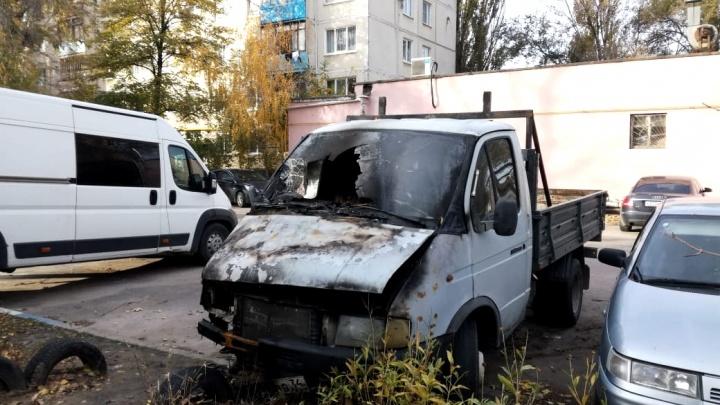 «Нравилось, как горят»: в Волгограде задержали 20-летнего поджигателя машин