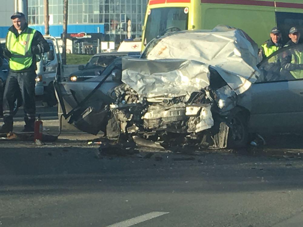 Два человека погибли, один пострадал влобовом ДТП наЖуковского вНовосибирске