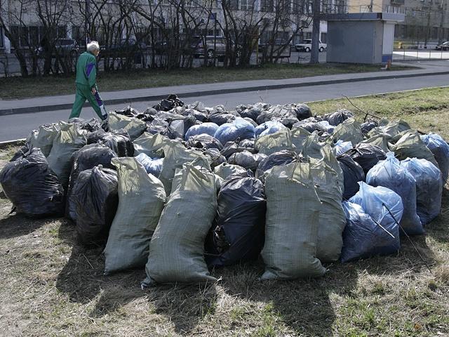 Мешки с мусором, оставшиеся после субботников, — большая проблема для Челябинска