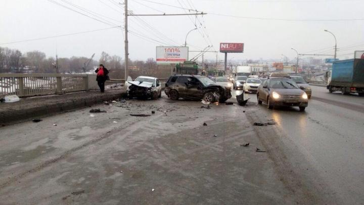 В ГИБДД рассказали о последствиях аварии на Димитровском мосту: в больницу попали 5 человек