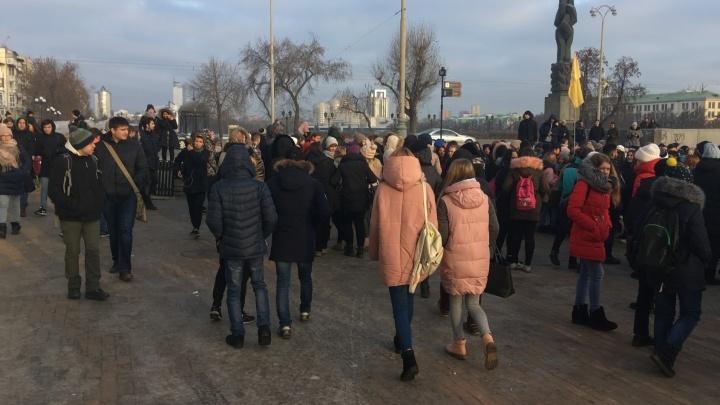 Из колледжа Ползунова эвакуировали тысячу студентов