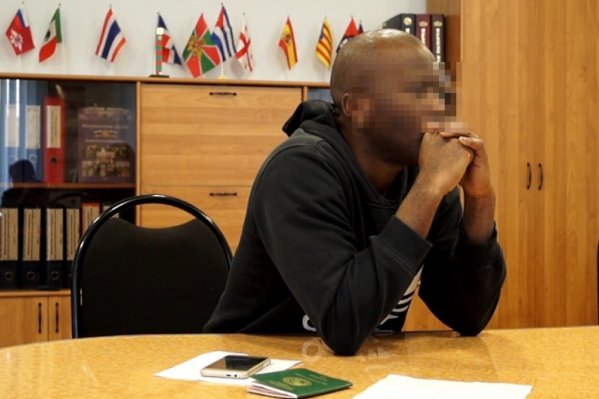 Гражданин Нигерии въехал в Россию по паспорту болельщика, но территорию страны не покинул