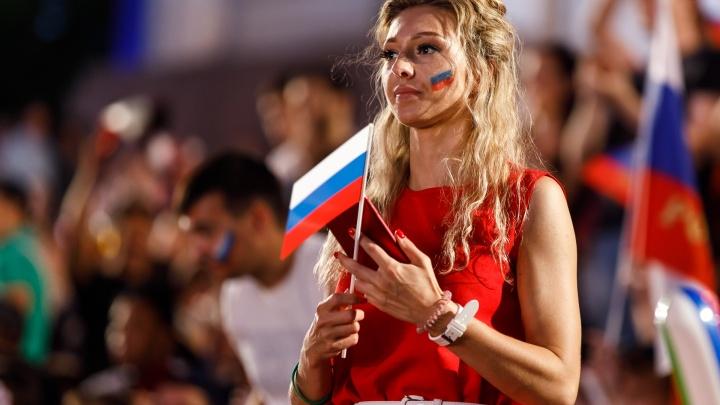 Нигерийцы отметили победу над Исландией танцами на набережной Волгограда
