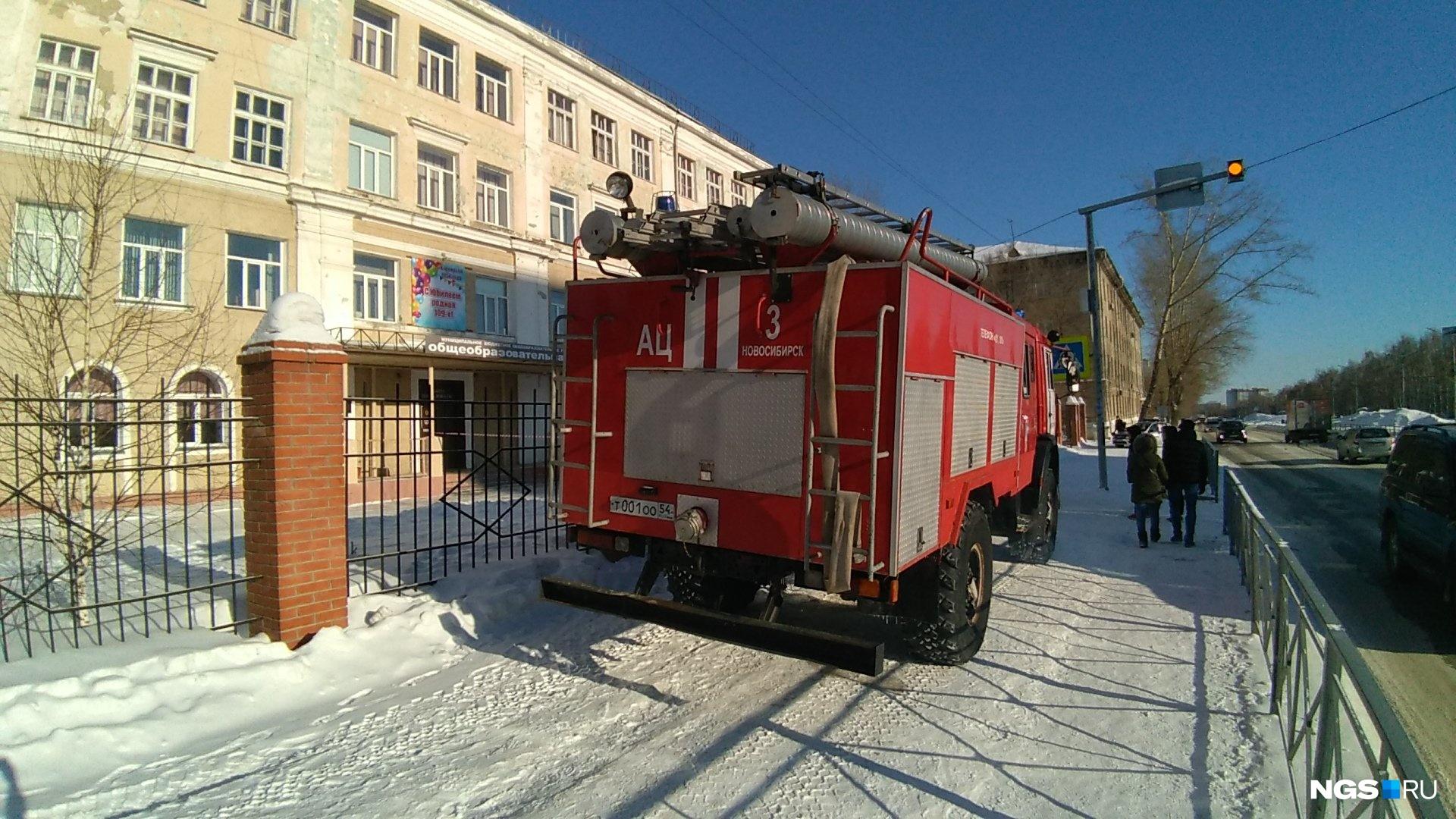 В Новосибирске пустуют школы: детей из них эвакуировали