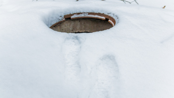 В Самаре похитителя крышек с канализационных люков отправили на исправительные работы