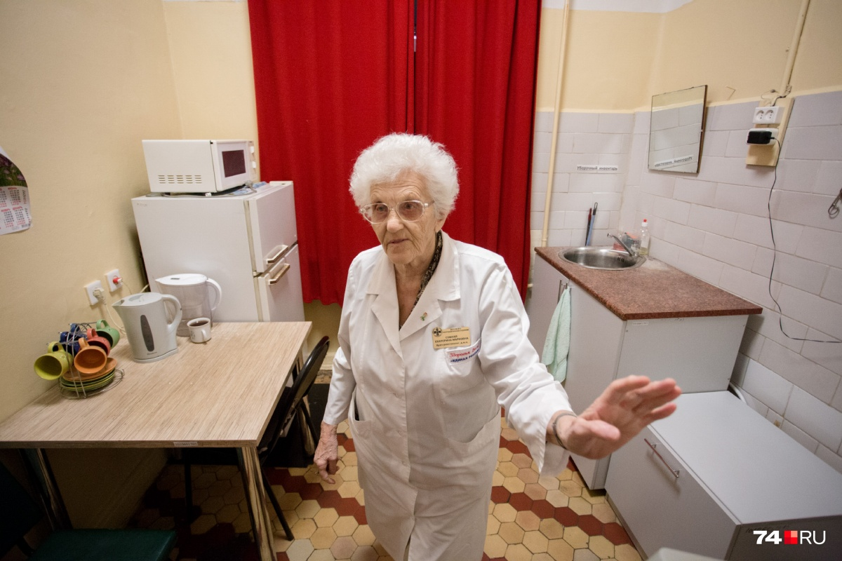 Ответственность рентгенолога колоссальная: она делает снимки пациентам до операций и смотрит результаты после