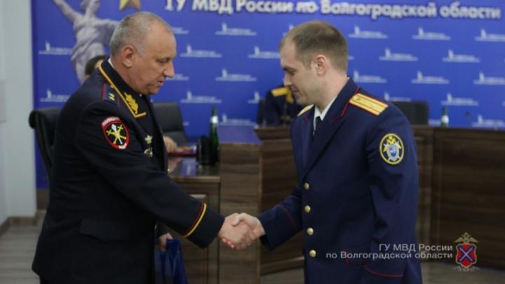 «Убил пенсионеров и сжёг дом»: в Волгограде наградили силовиков за раскрытие громких преступлений