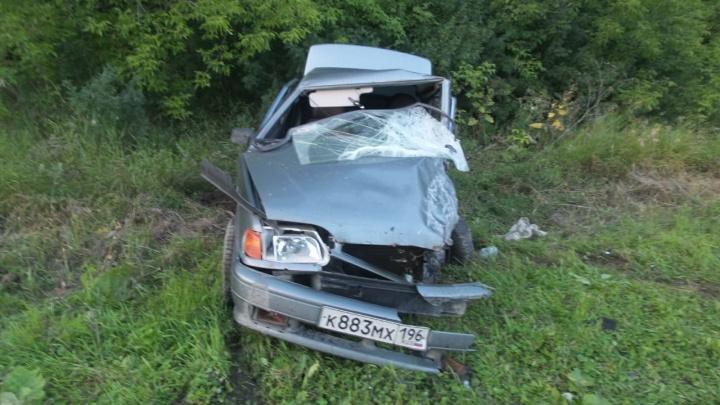 Полмашины вдавило в салон: на Сибирском тракте Toyota Corolla столкнулась с «пятнадцатой»