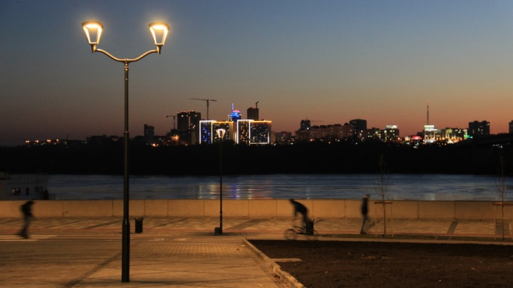Берег в огоньках: фоторепортаж с новой набережной Новосибирска