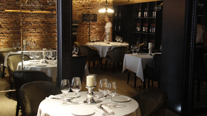В центре открылся двухэтажный ресторан с пинцей и бутафорским вином