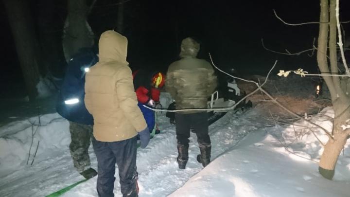В Самарской области 12 машин с рыбаками застряли в поле
