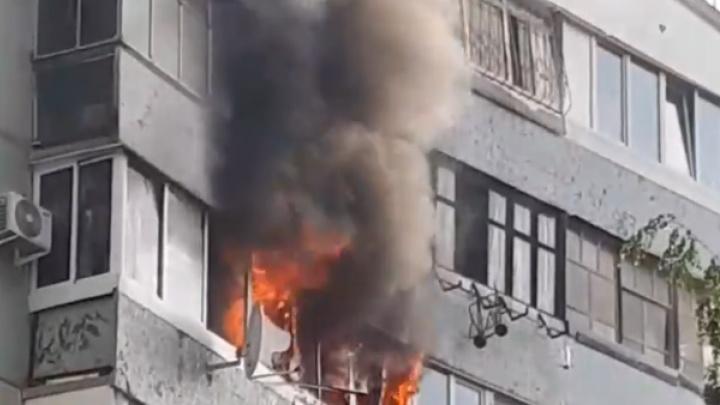 Адское пламя на 7-м этаже: в Тольятти полыхал балкон на улице Свердлова