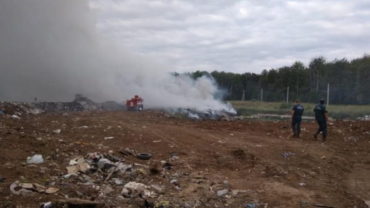 Пожар на мусорном полигоне под Уфой ликвидировали