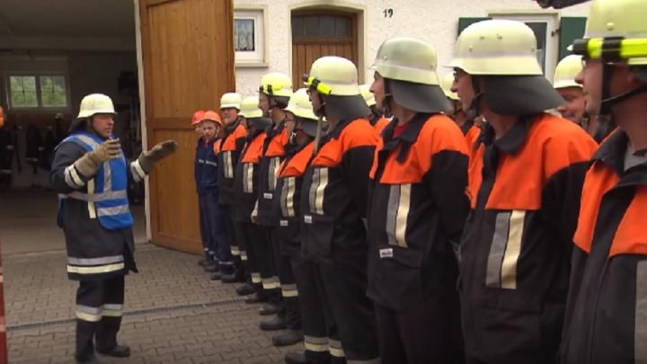 «Пожарные приедут в немецкой форме»: в Волгоград приехал идеолог установки бюста нацисту в аэропорту