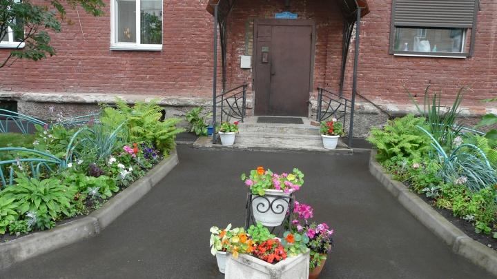 Смотрим на лучшие подъезды, дворы и площадки Кировского района