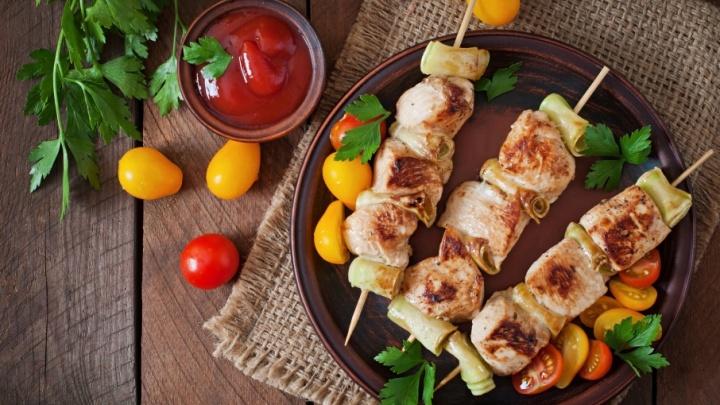 Баранина на мангале, куриный кебаб или стейк из форели: что жарят этой весной