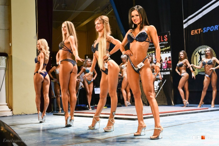 В дисциплине фитнес-бикини выступают более женственные девушки