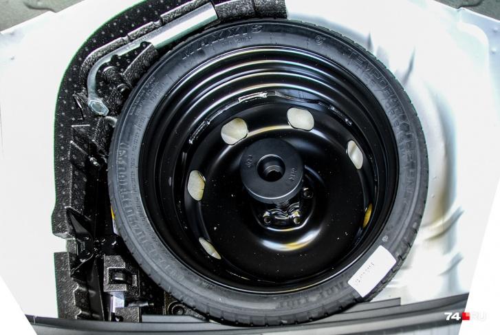 Малоразмерное запасное колесо: к сожалению, сегодня даже для кроссоверов такой «костыль» превращается в норму