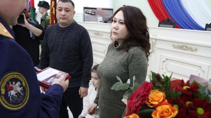 В Омске посмертно наградили юнармейца, пытавшегося спасти детей на котловане в Нефтяниках