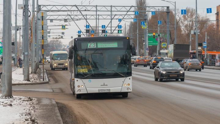 Сажайте на колени! Самарцам объяснили, как правильно перевозить детей в общественном транспорте