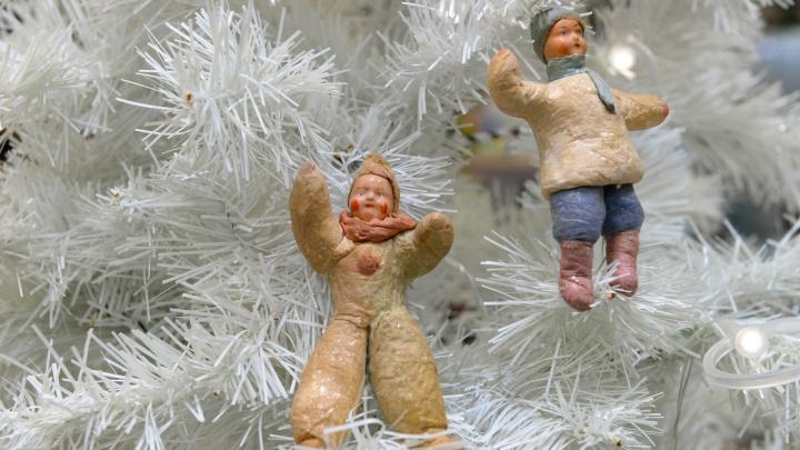 Отсель грозить мы будем шведу? Екатеринбургских дошколят попросили сделать странные елочные игрушки