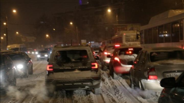 """«Ехали на """"брюхе""""»: самарцы о том, как добирались домой в снегопад"""